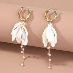 [耳環]珍珠白花瓣流蘇耳環