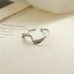 [925純銀]簡約百搭波浪扭曲戒指