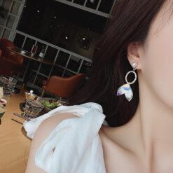 [925銀針]鐳射珍珠魚尾不對稱耳環