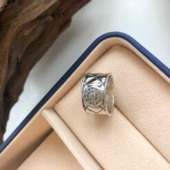 [925純銀]不規則菱紋格字母寬麵戒指指環