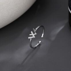 [銅]個性閃鑽W字母開口戒指